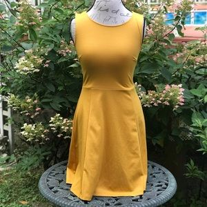 H&M FIT & FLARE SLEEVELESS DRESS CUT-OUT BACK